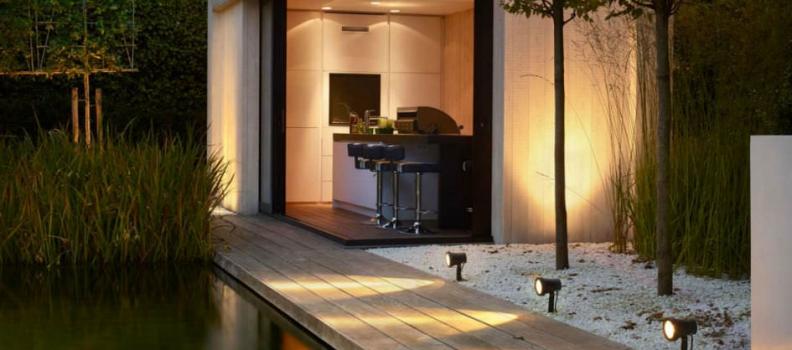 Zo kan je een houten overdekt terras verlichten