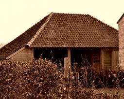 Zeg niet te gauw, 't is weer een vrouw … een houten garage op 5 manieren